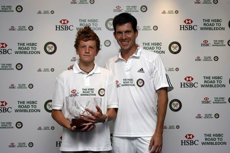 Scott Clayton, winner of the 2008 HSBC Road to Wimbledon boys' singles with Tim Henman
